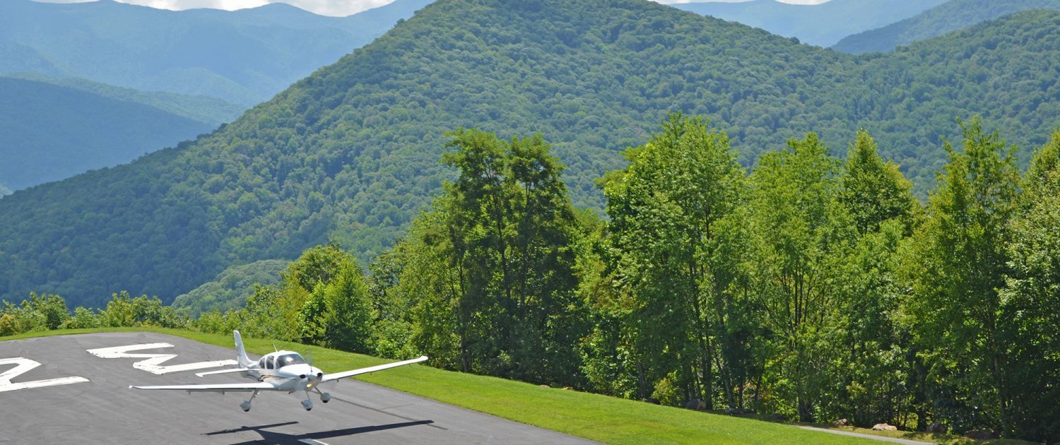 Flying-in-to-Mountain-Air-Private-Residential-Community-Runway